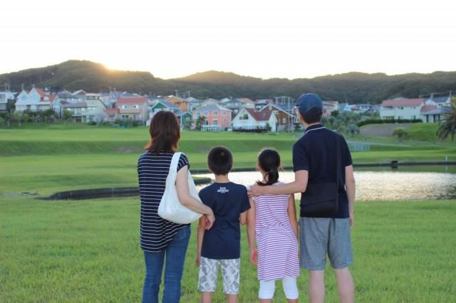 家族4人で旅行に行ったときの写真。夕日がきれいでした!